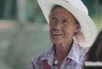 74岁奶奶无师自通11门语言:人生没有白走的路!